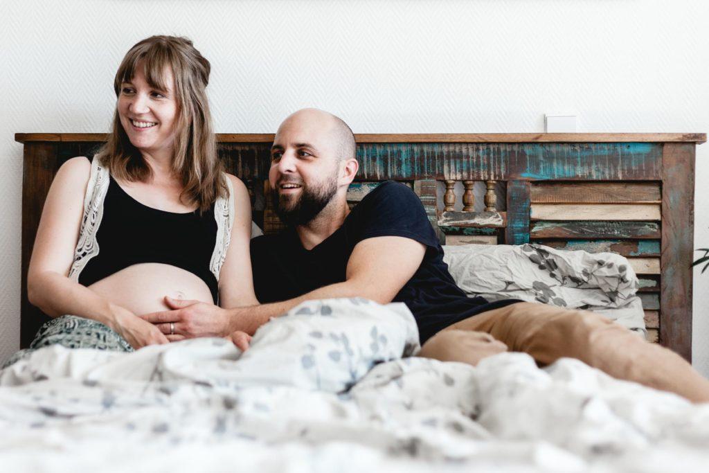 Paar-homestory-schwanger-liebe